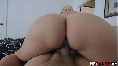 Stepson had a morning sex with his horny MILF stepmom